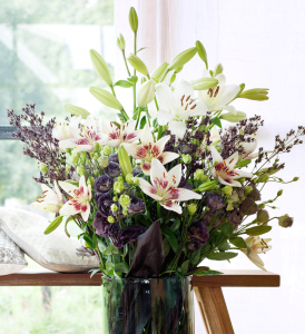 romantisches leichtes Blumenarrangement